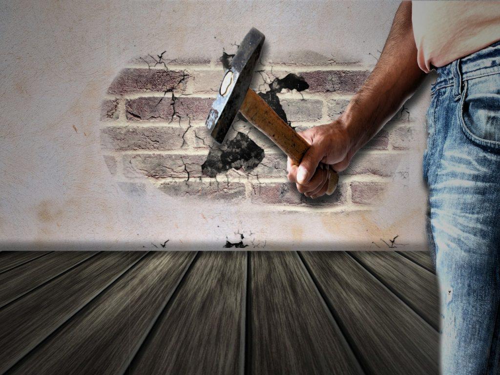 חור בקיר