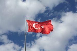 דגל טורקיה מתנפנף